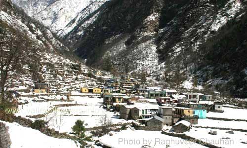 Pulna Village in winter, Pulna village is on the trek from Govindhat to Ghangaria, 3 kilometers form Govindghat