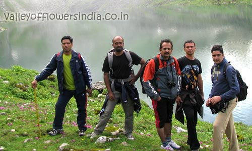 Things to carry for Valley of Flowers Trek, Just check the outfits and other details.